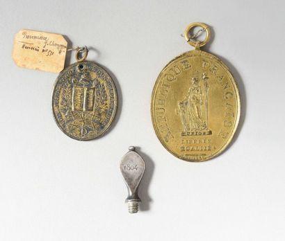 Deux médailles - Médaille d'huissier ou de...