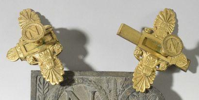 Verrou En bronze ciselé et doré provenant du Palais des Tuileries. En deux parties,...