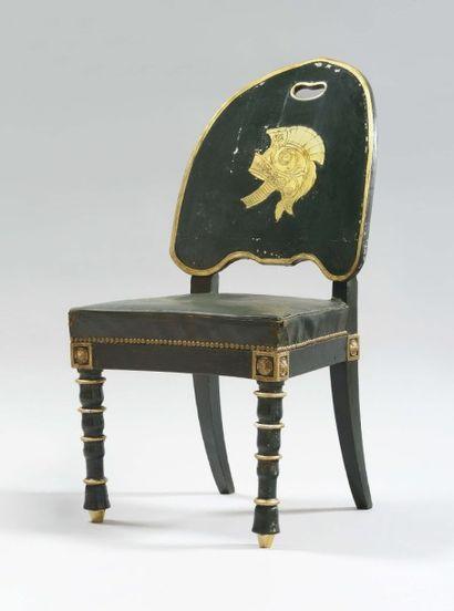 Rare chaise à dossier en forme de bouclier,...