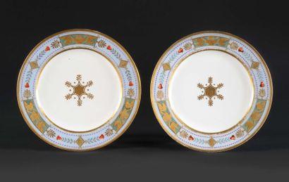 SÈVRES Assiette en porcelaine dure provenant...
