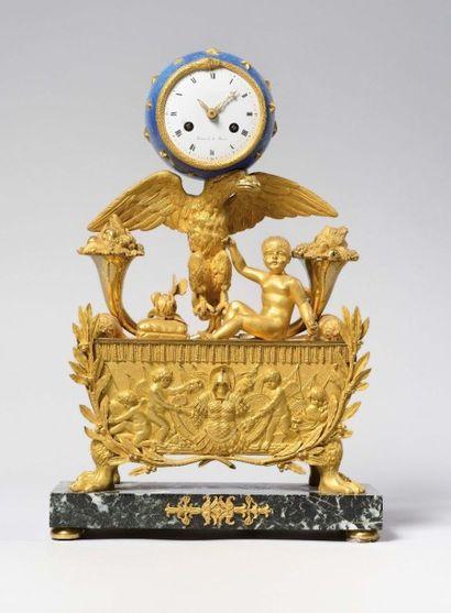 Pendule en bronze doré bruni et amati célébrant...