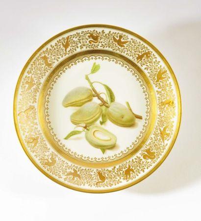 SÈVRES Assiette en porcelaine dure du service...