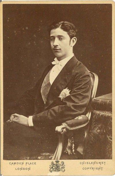 DOWNEY « Le Prince Impérial assis, de ¾,...