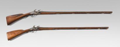 Fin et long fusil de chasse à silex Canon...