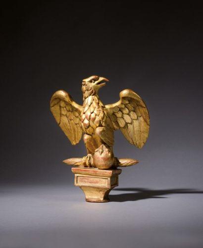 Aigle de parement ou de drapeau En bois sculpté,...