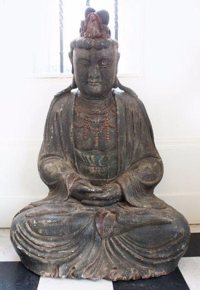 CHINE Statuette en bois à engobe noir, Guanyin...