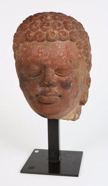 INDE Tête de Bouddha en grès rose, les cheveux...
