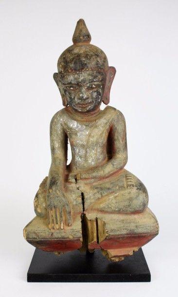 BIRMANIE Statuette en bois anciennement laqué,...