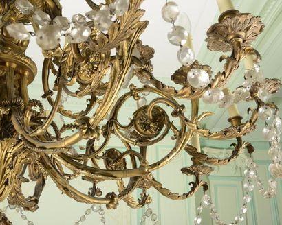 Important LUSTRE en bronze doré à trente-six branches de lumière feuillagées terminées...