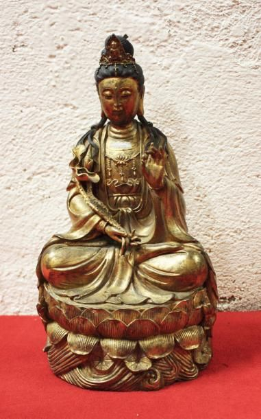 CHINE Figurine en fonte de fer doré représentant...
