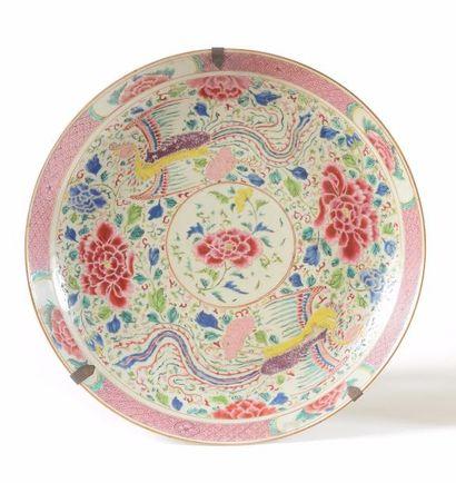 CHINE Grand plat circulaire en porcelaine...
