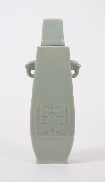 CHINE Vase couvert en porcelaine céladon...