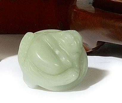 CHINE Boucle de ceinture en jade représentant...