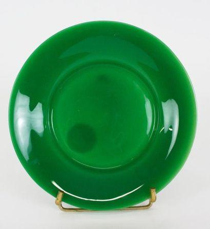 CHINE Assiette en verre de couleur verte,...