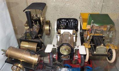 """""""Ensemble de trois grands jouets en tôle""""  Voiture Mamod à vapeur vive. L?: 41 cm..."""