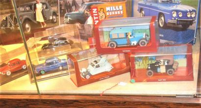 """""""Miniatures 1/43° et livres."""" 24 véhicules populaires des années 60/70 ainsi que..."""