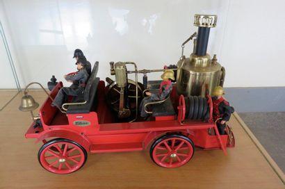 """""""Pompe à vapeur Wilesco""""  Pompe à vapeur automobile animée par une chaudière à vapeur..."""