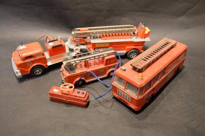 """""""Camions Grande échelle""""  Grand camion Semi-remorque en tôle de marque Gama. Moteur..."""