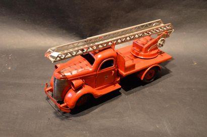 """""""Jouet Vébé """"  Camion échelle de pompiers Vébé, moteur mécanique. Transformé et..."""