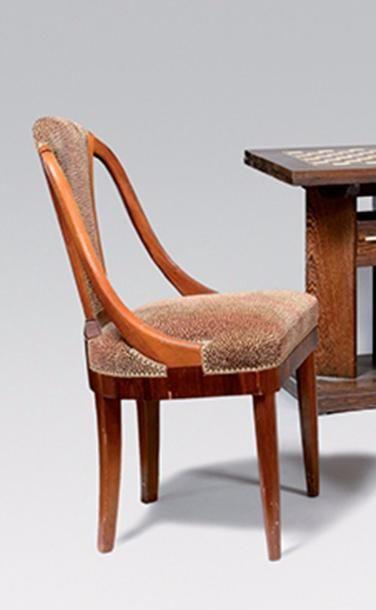 SUIVEUR DE RUHLMANN Suite de quatre chaises...