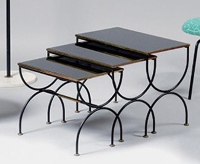LEVITAN Trois tables gigognes en verre opalin...