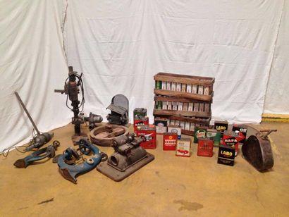 Collection bidon plus outils atelier.
