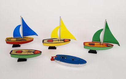 VEBE Suite de quatre voiliers miniatures...
