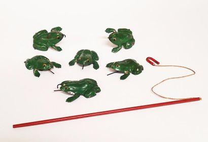 VEBE Suite de six grenouilles en tôle verte...