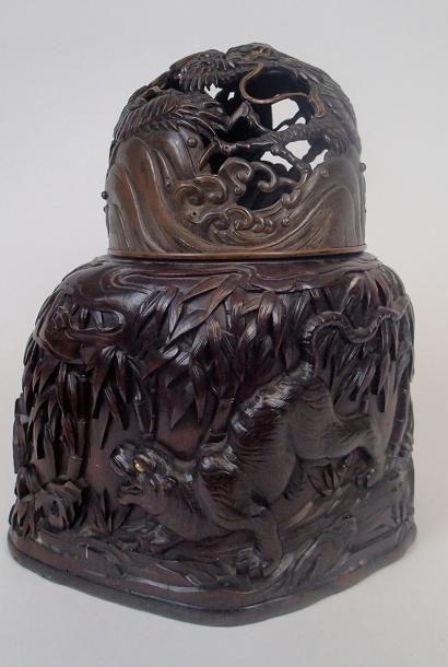 JAPON Brule parfum en bronze patiné brun...