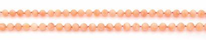 SAUTOIR en perles rondes de corail peau d'ange....