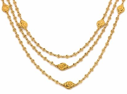 COLLIER en or jaune trois rangs de chaîne...
