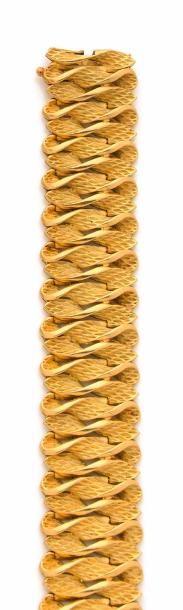 BRACELET MANCHETTE en or jaune, la monture...