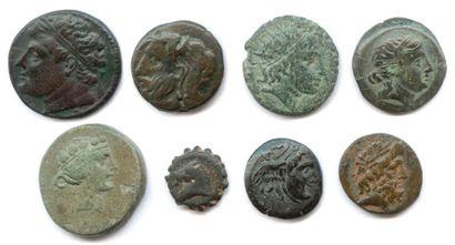 lot de huit monnaies grecques en bronze :...
