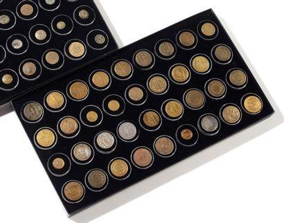 Ensemble de 36 boutons, modèles révolutionnaire...
