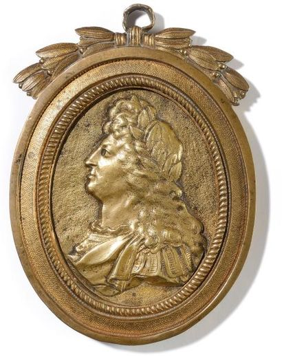Médaillon Ovale en bronze doré et ciselé...