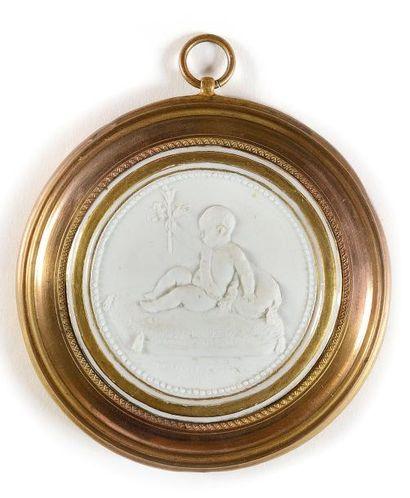 Rare médaillon en biscuit de Sèvres commémoratif...