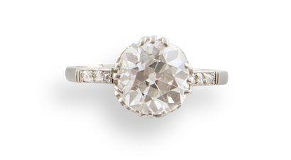 BAGUE SOLITAIRE en platine et un diamant...