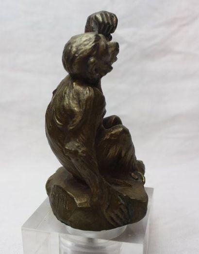 "Antoine BOFILL ( 1894-1939)  ""Singe aux raisins""  Mascotte signée Bofill. Bronze..."