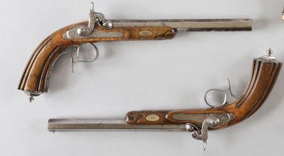 Paire de pistolets à percussion. Canons damas...