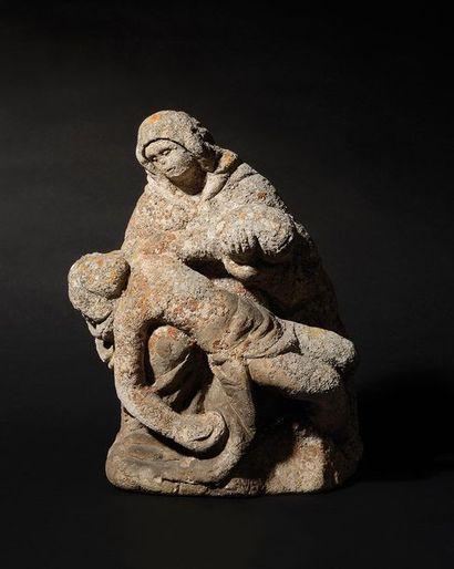 VIERGE DE PITIE en pierre calcaire sculptée....