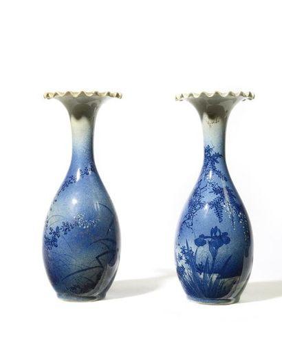 JAPON Période MEIJI Paire de petits vases...
