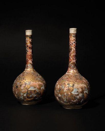 JAPON Paire de petits vases bouteille en...