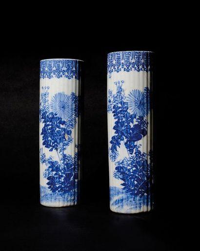 JAPON Paire de petits vases ou porte pinceau...