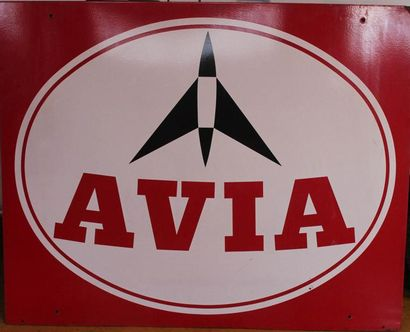 """""""Plaque Avia""""  Plaque émaillée carré, double face. Accidents, une face tachée et..."""