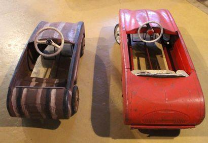 """""""Dauphine- Automobiles Devillaine pour enfants""""  Deux automobiles à pédales en tôle..."""