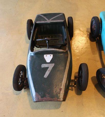"""""""Quatre Lotus - Automobiles pour enfants""""  Quatre automobiles à pédales pour enfants,..."""