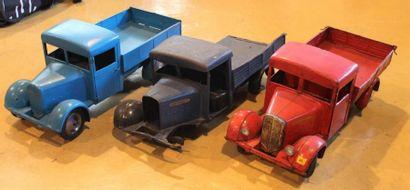 """"""" Jouets CIJ- Camion Renault""""  Trois jouets en tôle de marque CIJ, camion Renault,..."""