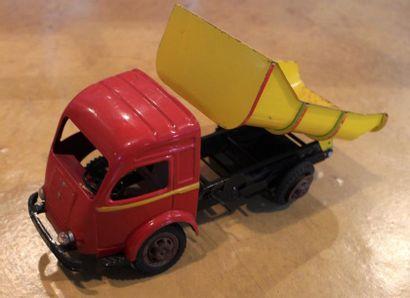 """Jouet CIJ- Renault Galion""  Jouet en tôle de marque CIJ, type Galion Renault 2,5..."