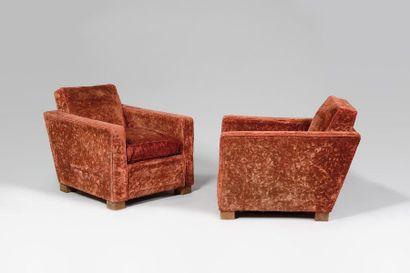 VERS 1950 Paire de fauteuils club anciennement...