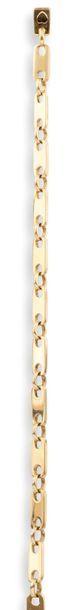 CARTIER  BRACELET  en or jaune 750 millièmes, la chaîne alternant des maillons rectangulaires...